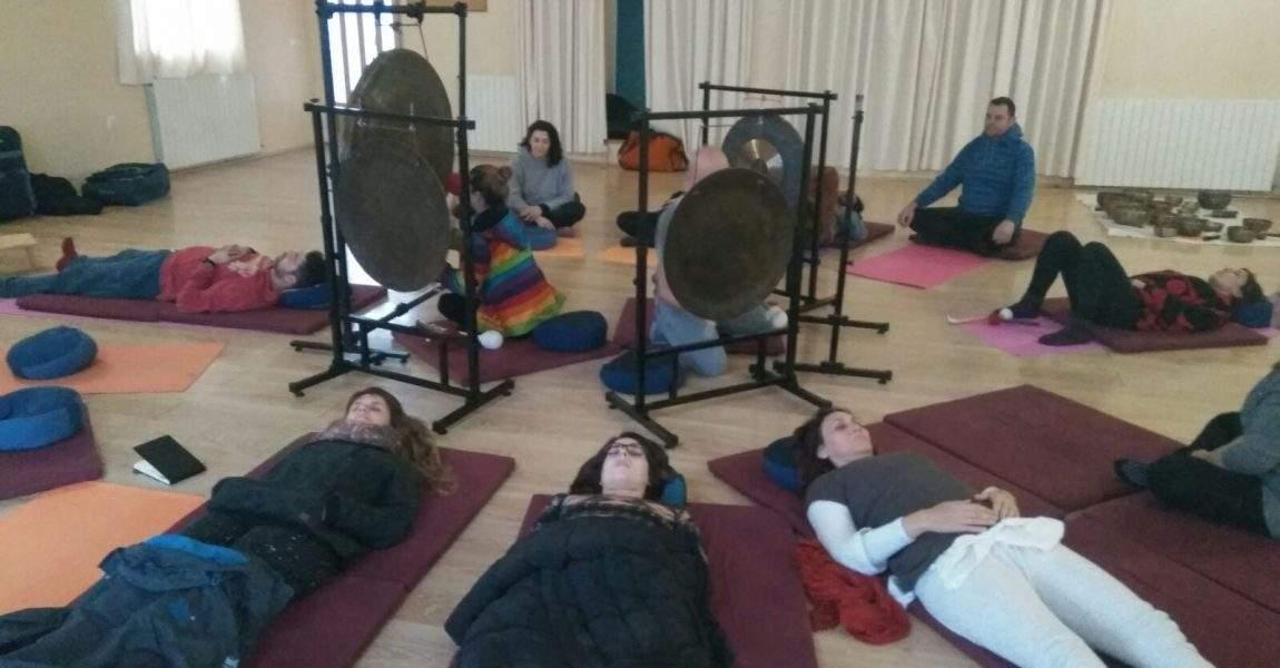 baño de gong en taller cuencos tibetanos