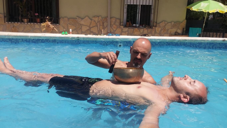 Masaje de sonido en piscina